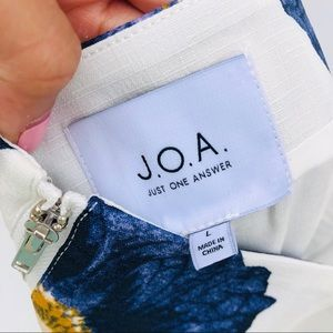 J.O.A. Tops - NWT J.O.A. White and Blue Floral Crop Top
